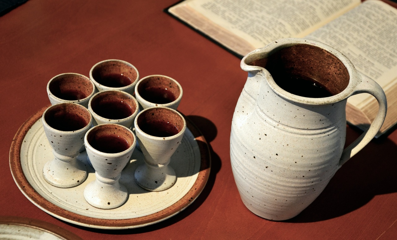 wine-tea-cup-ceramic-drink-church-751702-pxhere.com_